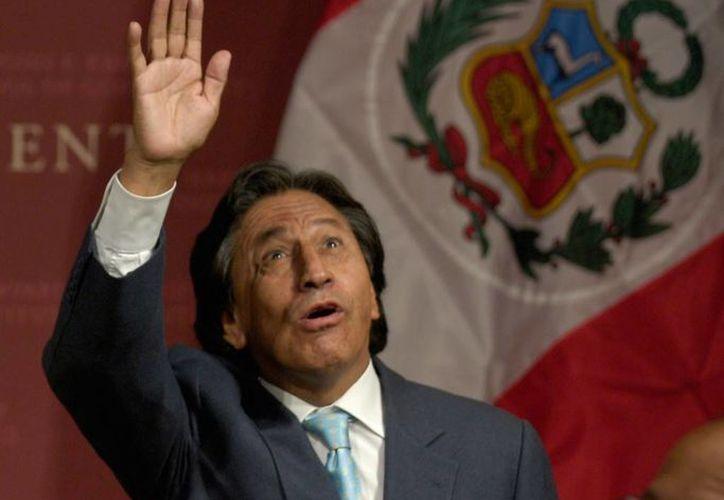 El ex presidente peruano Alejandro Toledo se retiró de la sede del Ministerio Público donde declaró por cinco horas, sin hablar con la prensa. (EFE/Archivo)