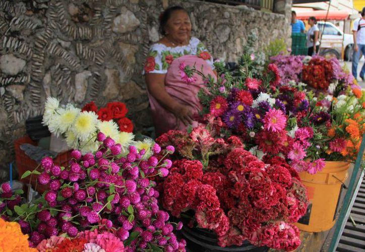En esta época suele incrementarse la venta de flores. (José Acosta/SIPSE)