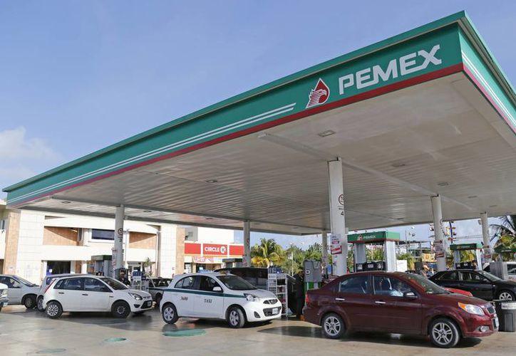 Planean cercar al menos ocho gasolineras diarias. (Jesús Tijerina/SIPSE)