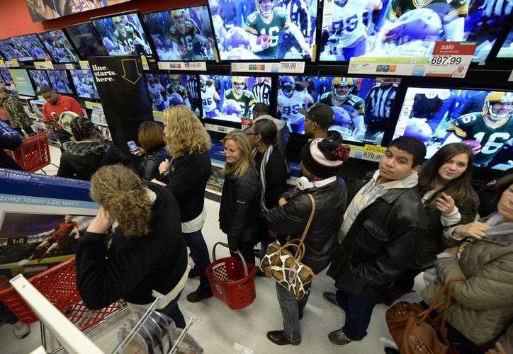 Las compras en noviembre en Estados Unidos presentaron su mayor incremento desde febrero de 2012. (EFE/Archivo)