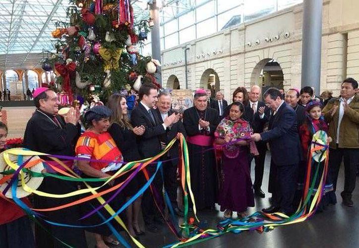 <i>Navidad mexicana en el Vaticano</i>, como en ediciones anteriores, este programa tendrá como ingredientes principales la música y el folklore de México, que en esta ocasión estuvo representado por el estado de Chiapas.(Twitter: @SinLimitesAnahi)