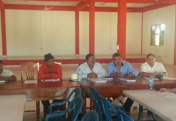 La noticia se dio a conocer en una reunión entre productores cañeros y comisariados ejidales con representantes de la Comisión Nacional del Agua. (Edgardo Rodríguez/SIPSE)