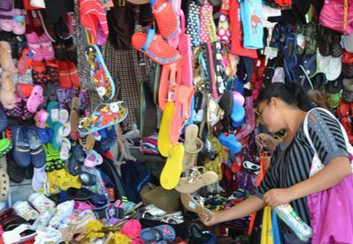 Los pequeños comerciantes, vendedores ambulantes y hasta los boleros están siendo víctimas de robo. (Gerardo Amaro/SIPSE)