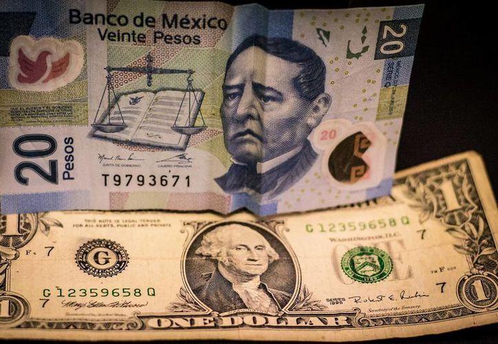 La cotización interbancaria se ubica en 19.26 pesos por dólar. (SIPSE.com)
