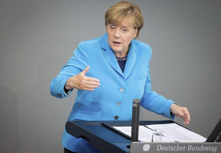 No habrá un aumento de impuestos en relación con la crisis de los refugiados, declaró la canciller alemana Angela Merkel. (EFE)