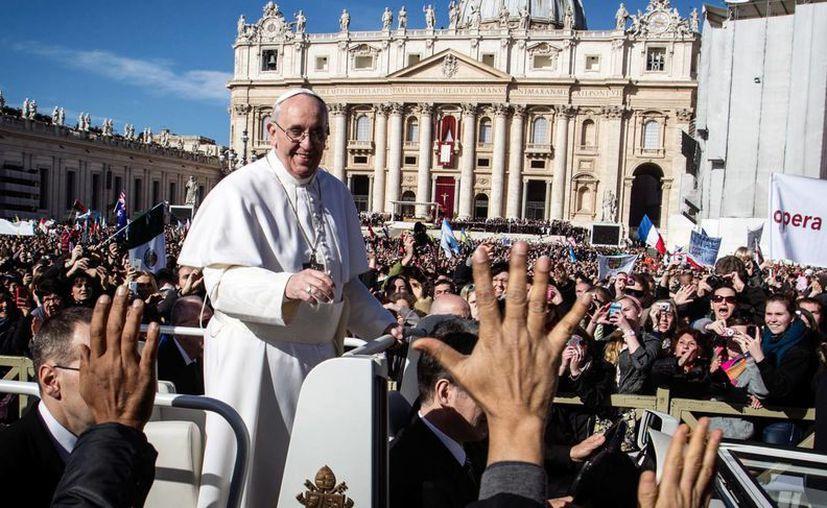 """A lo largo de la letra, """"Los Cardenales"""" celebran porque """"Francisco te quiere el mundo entero"""". (Agencias)"""