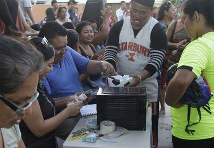 La familia de la menor agradeció el apoyo de la comunidad, pues logró reunir el costo de la operación. (Harold Alcocer/SIPSE)