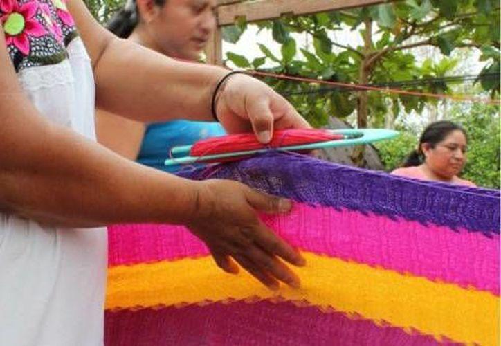 El urdido de hamacas es una actividad artesanal que realizan muchas personas en Yucatán. (cainfilth.0fees.net)