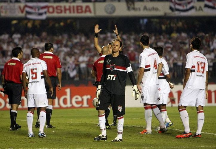 El partido entre Santos y Sao Paulo terminó en empate y sin contratiempos, pero en una parada de autobús un aficionado del Santos fue agredido a muerte. (mundodeportivo.com/Contexto)