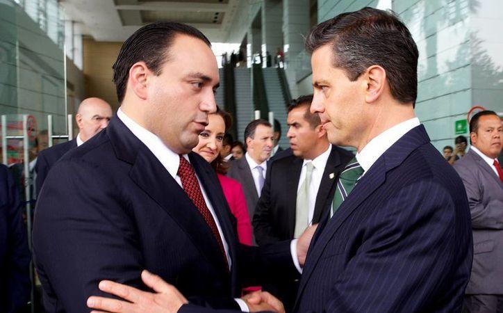 Roberto Borge Angulo y Enrique Peña Nieto estrecharon un saludo durante el evento. (Archivo/SIPSE)