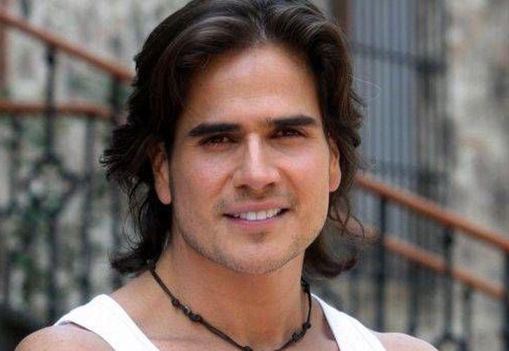 """El actor Daniel Arenas es protagonista de la telenovela """"Corazón Indomable"""". (esmas.com)"""