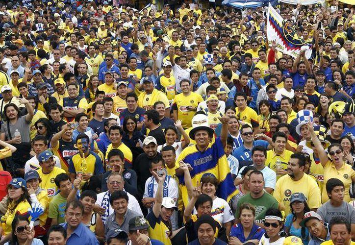 Los aficionados al América y al Cruz Azul ya están listos para disfrutar del partido vuelta de la Final del Clausura 2013. (Notimex)