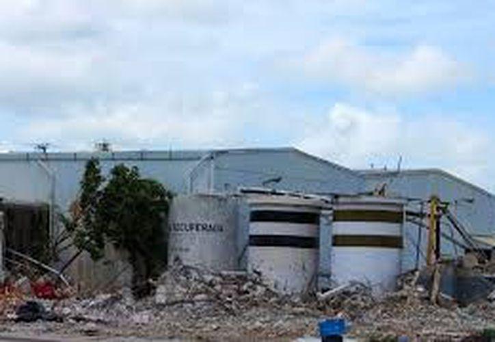 En los terrenos donde funcionó una refresquera se invertirán más de 800 millones de pesos en un hotel City Express y un supermercado de la cadena Walt Mart. (Milenio Novedades)