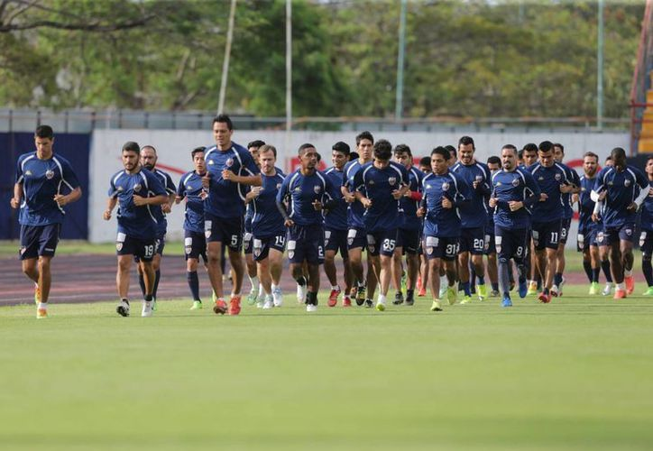 Los integrantes del equipo Atlante durante su entrenamiento. (Ángel Mazariego/SIPSE)