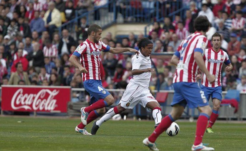 Giovanni dos Santos (centro) jugaré con Mallorca este sábado contra el Valladolid. (Notimex)