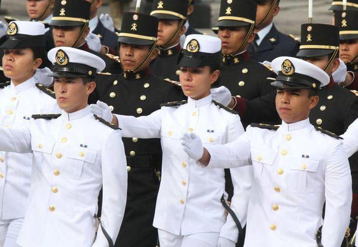 La Armada de México ofrece varias carreras a hombres y mujeres que terminaron la educación Secundaria. (Archivo/Notimex)