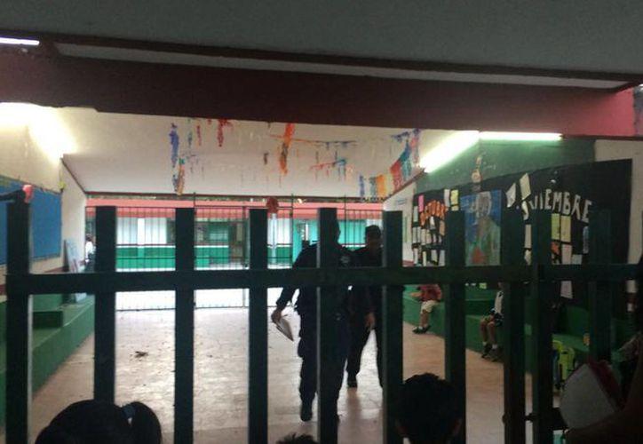 Al  lugar llegaron los elementos policíacos, quienes se encargaron de acordonar el área. (Teresa Pérez/SIPSE)