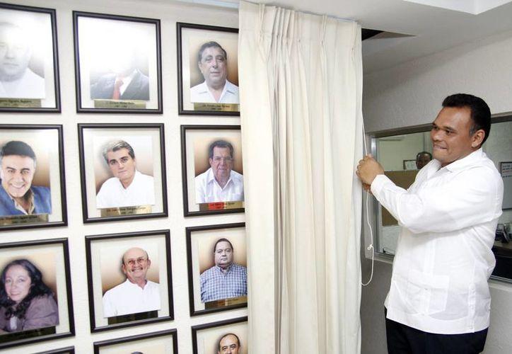 El gobernador Rolando Zapata Bello en una de las actividades que encabezó ayer. (SIPSE)