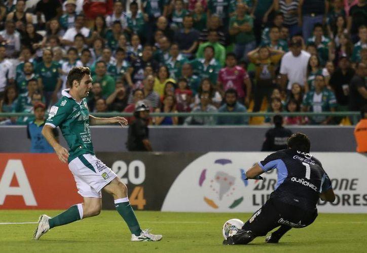 Boselli salvó al León de una derrota cuando faltaban pocos minutos por jugarse. (EFE)