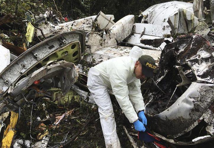 El accidente aéreo ocurrido en Colombia, dejó un saldo de 75 muertos, la mayoría futbolistas del club brasileño Chapecoense.(Gustavo Garello/AP)