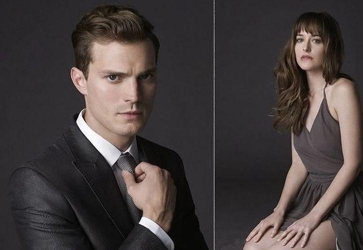 La película de '50 sobras de Grey', basada en la exitosa novela erótica homónima, proyecta para ser un éxito en la pantalla grande. (Facebook)
