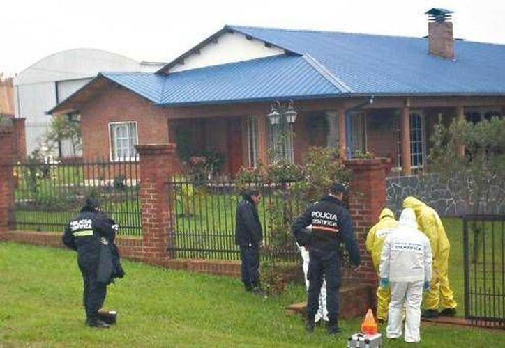 La casa de la familia Knack fue acordonada por las autoridades. (misionesparatodos.com)
