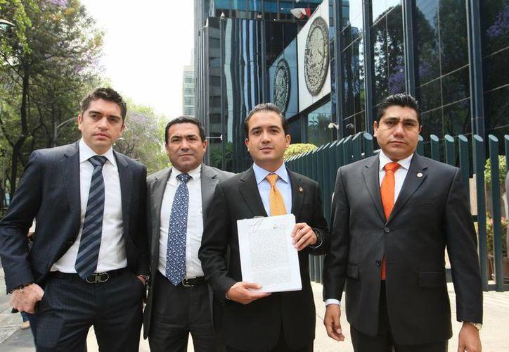 Los legisladores Fernando Yunes Márquez, Jorge Luis Lavalle Maury, Jorge Luis Preciado, Luis Fernando Salazar y Rafael Acosta Croda. (Notimex)