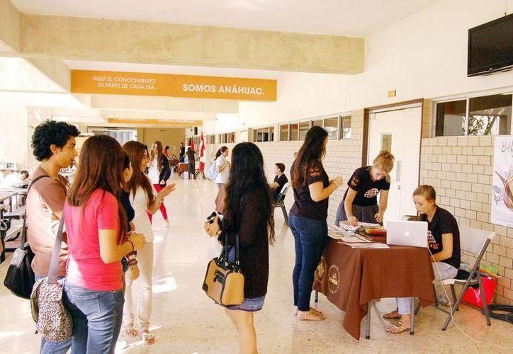 Imagen de los pasillos de la Universidad Anáhuac Mayab quien cumple su 30 aniversario. (Milenio Novedades)