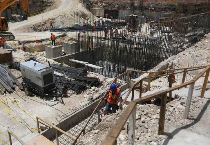 Las obras muestran un importante avance en el tema de excavación y estructuras que sostendrán el Palacio de la Música. (Notimex)