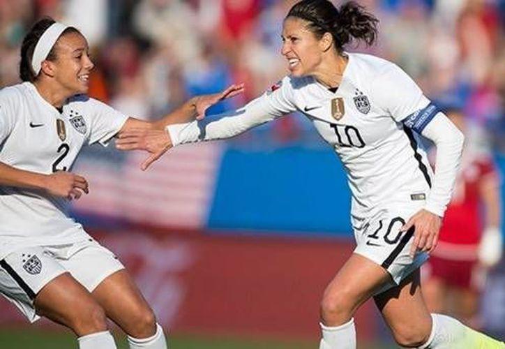 Con gol de Carli Lloyd al cobrar efectivamente un penal dudoso al minuto 80, Estados Unidos venció a México este sábado en el Preolímpico femenil de Concacaf. (Twitter: @CONCACAF)