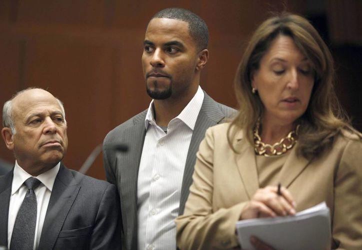 El exjugador de futbol americano Darren Sharper durante su asistencia a una corte en Los Ángeles, California, este 14 de febrero de 2014. (EFE)
