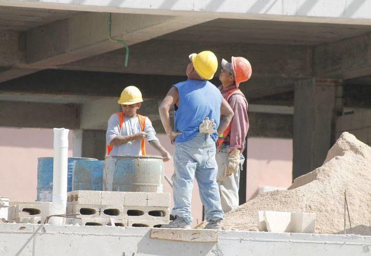 En el municipio hay cerca de 15 mil albañiles que laboran sin contar con seguridad social. (Redacción/SIPSE)