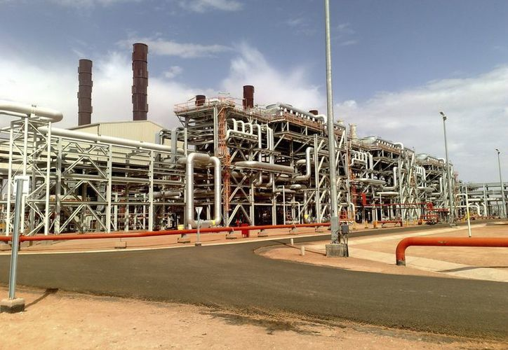 Imagen cedida por la petrolera BP el 16 de enero de 2013 que muestra a la central de gas de Amenas, Argelia. (EFE)