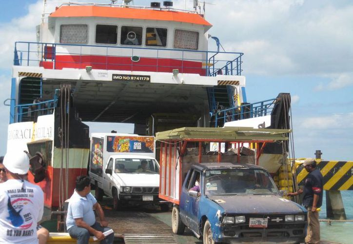 """Se evidencia la incapacidad de cubrir el servicio el ferry """"Sergio Aguilar Gracia"""". (Lanrry Parra/SIPSE)"""