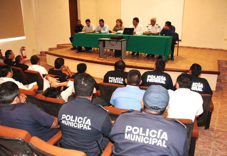 En Tzucacab se reunió la FGE con la Policía Federal, SSP y corporaciones municipales. (Cortesía)