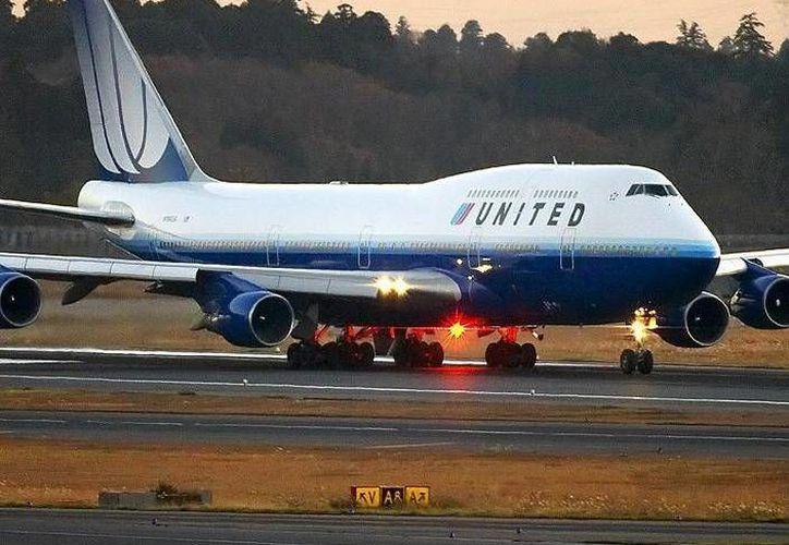 El vuelo UA851 de United Airlines aterrizó en Anchorage, Alaska. (Agencias)