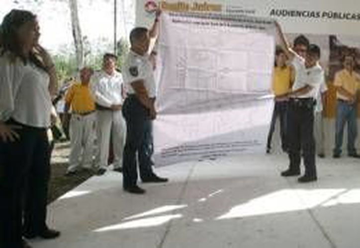 Julián Ricalde aseguró que en el proyecto se instalarán más de 319 postes de luz y 149 transformadores. (Cortesía/SIPSE)