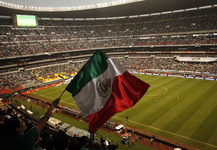 El jefe de Gobierno de la Ciudad de México, Miguel Ángel Mancera, presentó expediente para que la capital sea sede en la Copa del Mundo 2026. (Contexto/Internet)