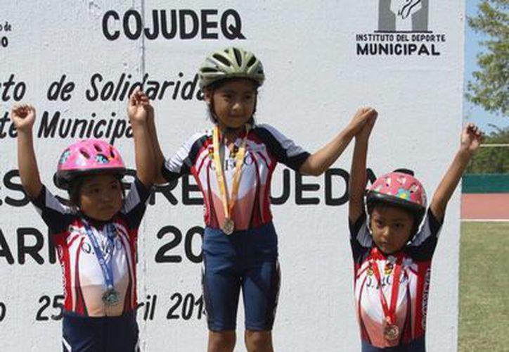 Las pequeñas que apenas inician en está disciplina también tuvieron participación. (Rafael Acevedo/SIPSE)