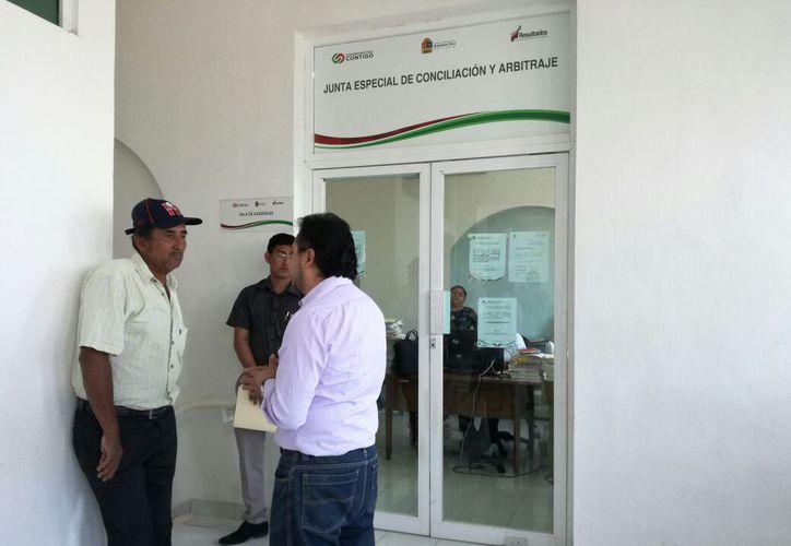 Autoridades siguen trabajando de manera habitual y tratando de conciliar. (Foto: Adrián Barreto/SIPSE)