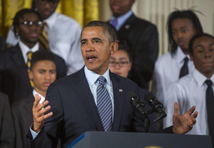 Obama se puso como ejemplo ante los jóvenes que lo acompañarlo para decirles que no se den por vencidos. (EFE)