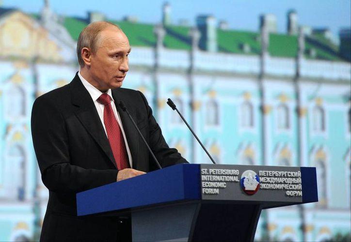 Putin habla durante una sesión plenaria del Foro de Inversión Internacional de San Petersburgo en San Petersburgo, Rusia. (Agencias)