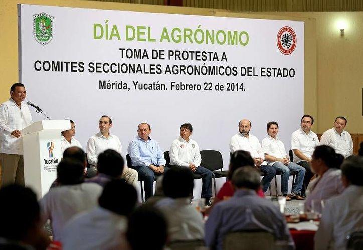 El Gobernador tomó protesta a representantes de los 18 nuevos Comités Seccionales Agronómicos del estado, pertenecientes a la Federación Agronómica de Yucatán. (Cortesía)