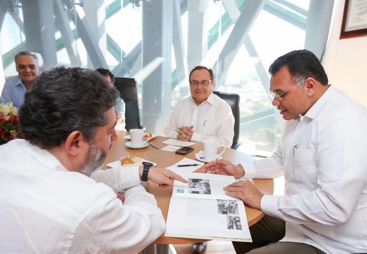 El gobernador Rolando Zapata recibió este jueves la visita de Antonio Arias Ordóñez, presidente de la Unión Internacional de Panadería y Pastelería, y directivo de la Canainpa. (Fotos cortesía del Gobierno)