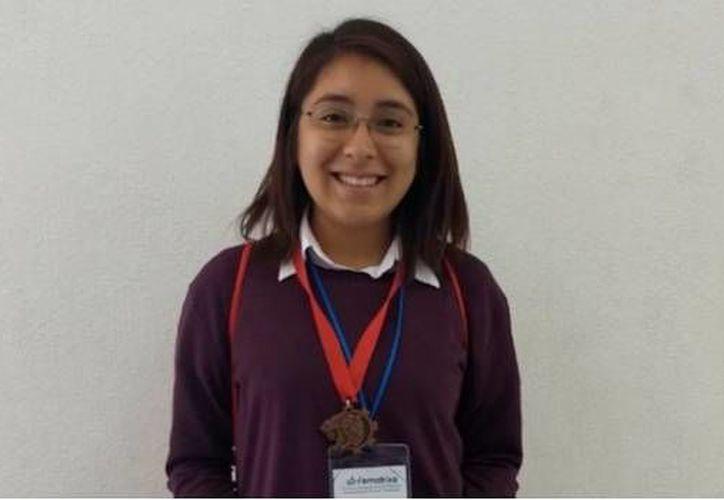 """Wendy presentó el proyecto  """"Aprendizaje de vocabulario en inglés por códigos QR"""". (Foto: Twitter)"""
