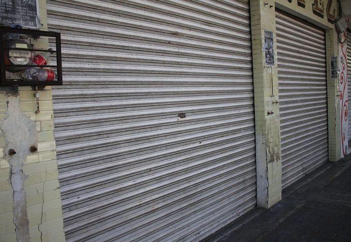 Los comercios cierran debido a las bajas ventas. (Benjamín Pat/SIPSE)