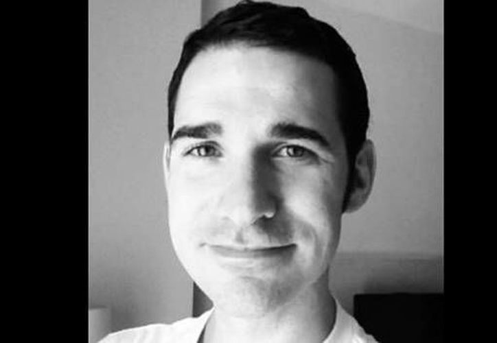 El médico, que trabaja en el Hospital Presbiteriano de Columbia, comenzó a tener fiebre, náuseas y dolor muscular el miércoles (Linkedin/Cortesía/www.cnnmexico.com).
