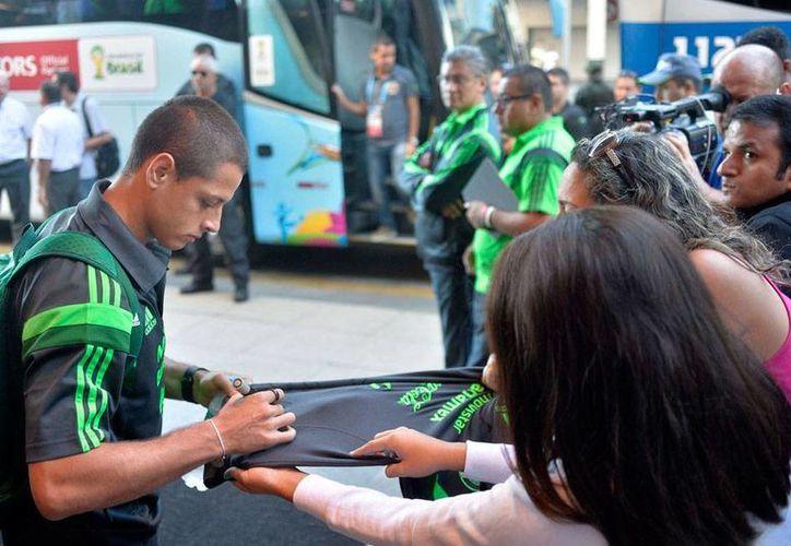 La Selección Mexicana de Futbol ocupó el 10 lugar en la Copa del Mundo de Brasil 2014. En la imagen, uno de los iconos: Javier 'Chicharito' Hernández firma autógrafos. (Archivo/jammedia.com)
