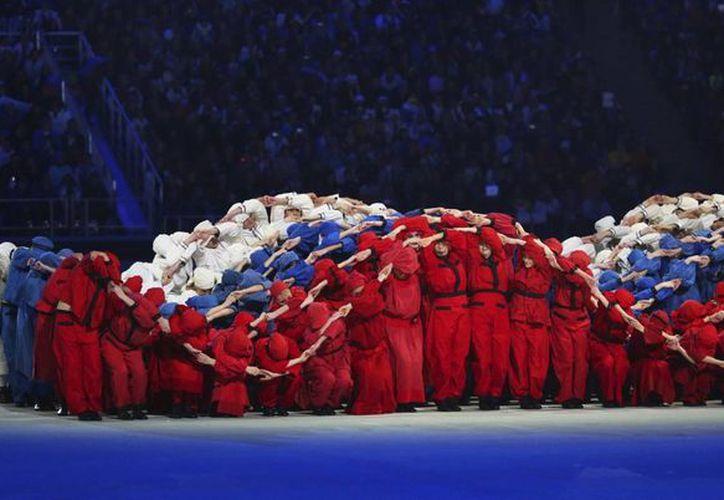 Momento de la ceremonia de inauguración de los Juegos Paralímpicos de Invierno de Sochi, en el estadio Fisht. (EFE)