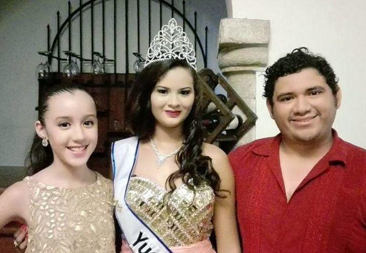 Soima Quintal (centro), de 16 años,  comenzará desde hoy con labores altruistas y una serie de actividades de promoción turística de Yucatán. (Milenio Novedades)